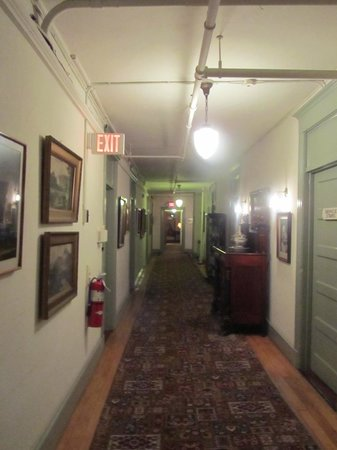 The Red Lion Inn: Hallway - second floor
