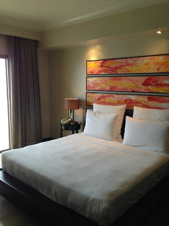 Moevenpick Hotel Mactan Island Cebu: the other bedroom without the clogged shower drain