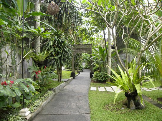 KajaNe Mua Private Villa & Mansion: Beautifully maintained grounds