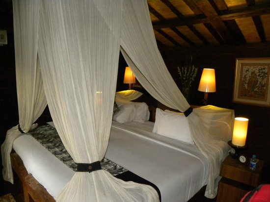 KajaNe Mua Private Villa & Mansion: Large and comfortable king-size bed