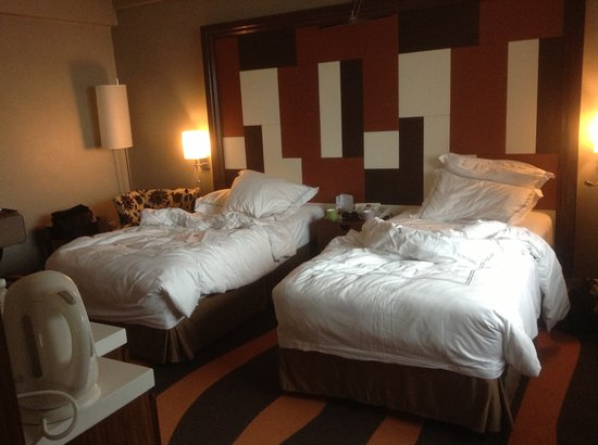 Swissotel Merchant Court: our excutive club room