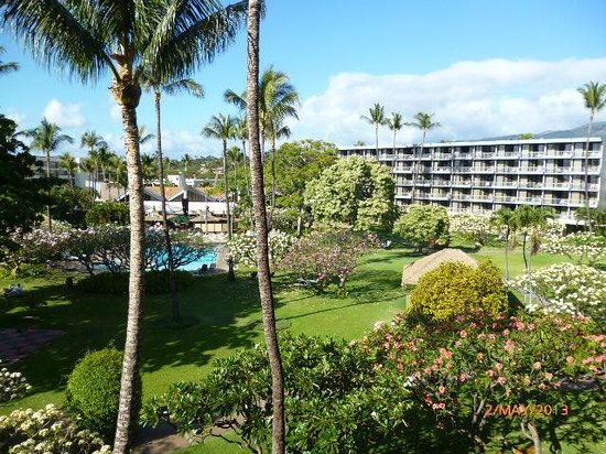 Ka'anapali Beach Hotel: View over gardens and pool area