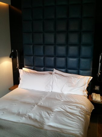 Hoxton Hotel: our lovely bed