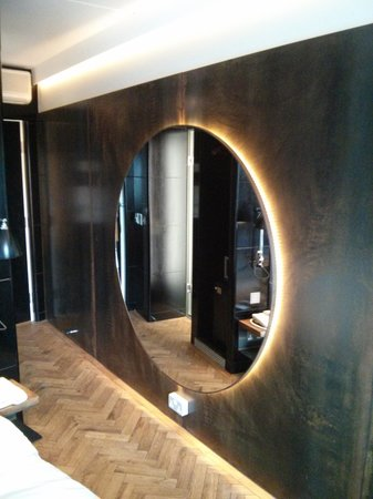 Hoxton Hotel: Mirror mirror on the wall