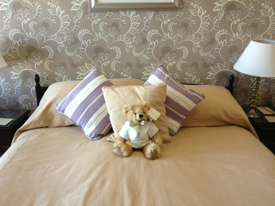 Auchencairn, UK : the Bed with Ted