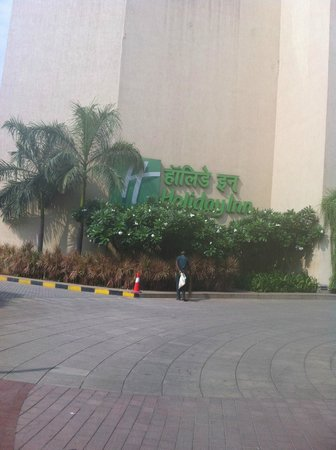 Holiday Inn Mumbai International Airport: Hotel Grounds