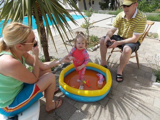 Apartments Villa Goja: cooling off in the paddling pool