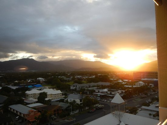 Rydges Esplanade Resort Cairns: Sunset views