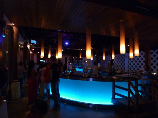 ‪‪Club Med Cherating Beach‬: Main bar at night‬