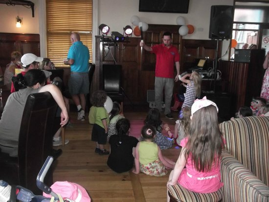Oranmore, Irlande : Magic show