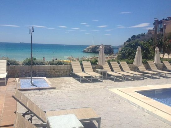 Luabay La Cala: Terrace / Wimming Pool Area overlooking the beach