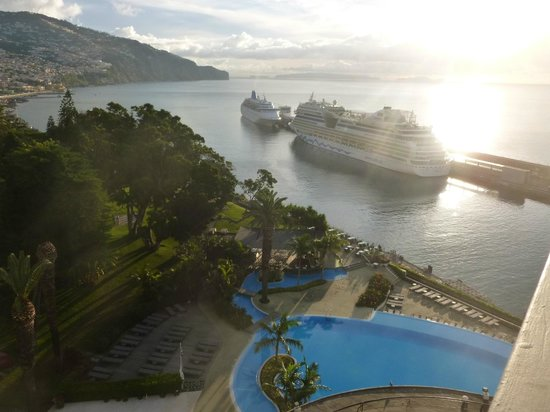 Pestana Casino Park Hotel: Cruise ships in winter