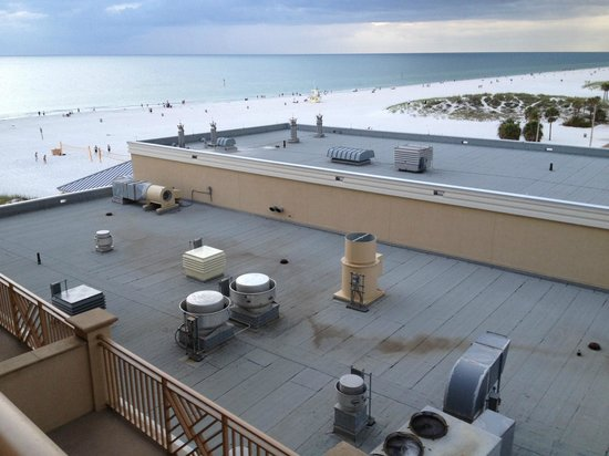 Sandpearl Resort: Looking north from room 515 in the north wing.  Loud AC units!