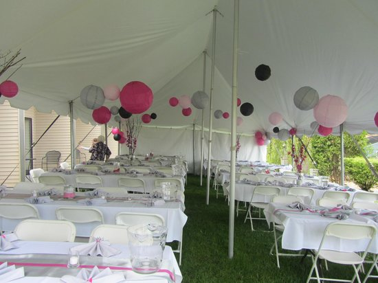 Houghton Lake, MI: Dining tent was set up on the lawn area
