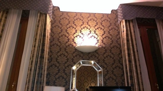 Duodo Palace Hotel: Lovely wall tapestries