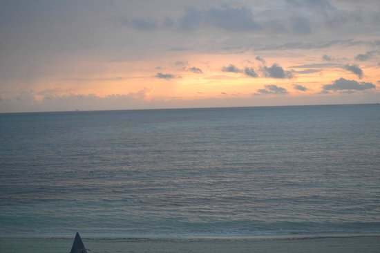 Breezes Resort Bahamas: Early morning view from balcony