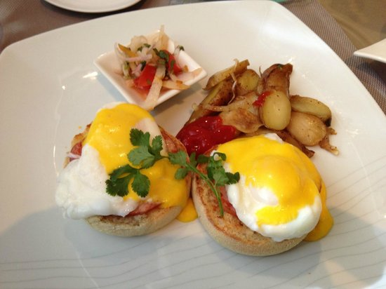 Grand Hyatt DFW: To die for, Eggs Benedict