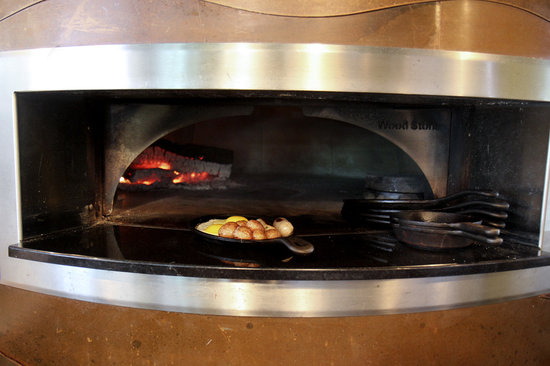 Crystal Hotel: Wood fire oven