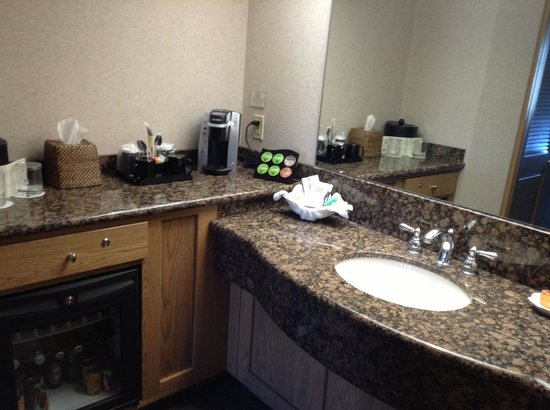 BEST WESTERN PLUS Cavalier Oceanfront Resort: bathroom area