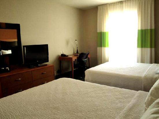 Fairfield Inn & Suites Santa Maria: Two queen beds