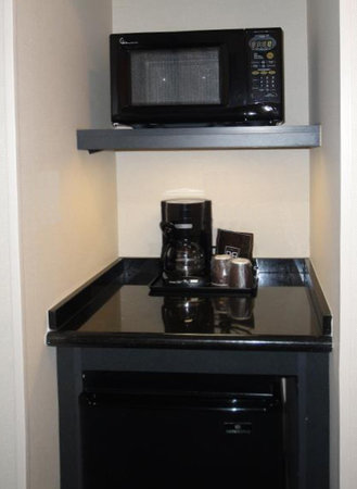 Fairfield Inn & Suites Santa Maria: All suites include microwave & refrigerator