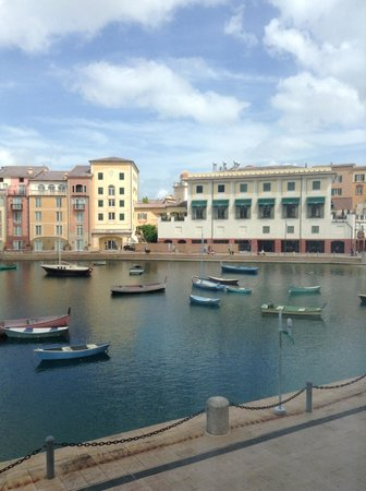 Loews Portofino Bay Hotel at Universal Orlando: View of the Lake & Restaurants