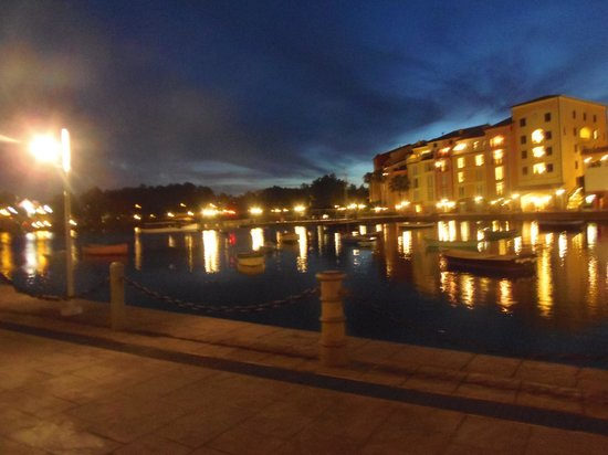 Loews Portofino Bay Hotel at Universal Orlando: Night View