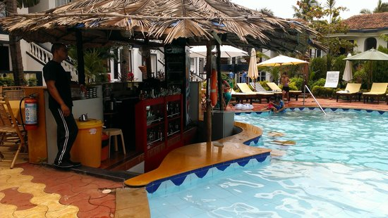 Santana Beach Resort: Sunken Bar Pool