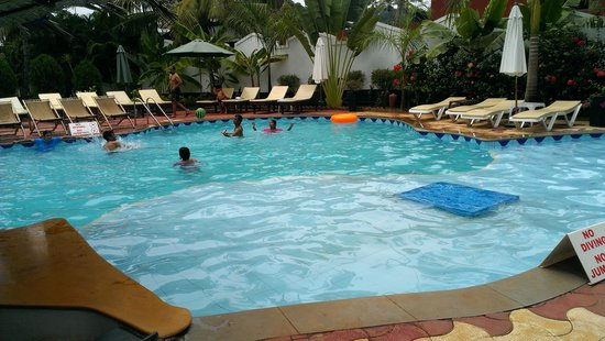 Santana Beach Resort: Bigger Pool