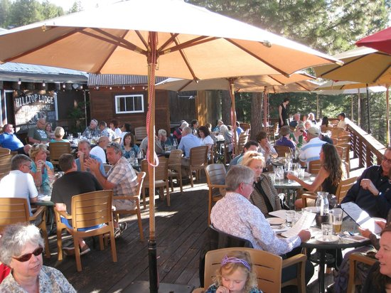 Truckee, CA: Eating on the deck at Cottonwood