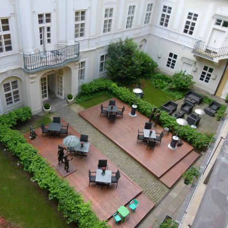 Mamaison Suite Hotel Pachtuv Palace Prague: One of the inner courtyards