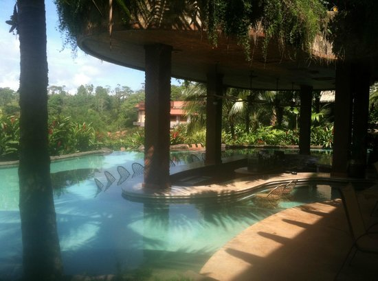 The Springs Resort and Spa at Arenal: 'Laguna' swim up bar