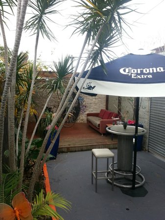 St Kilda, Australia: cheap az travel courtyard