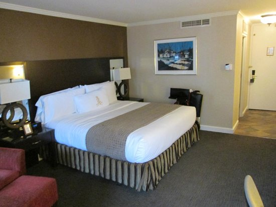 Royal Sonesta Hotel New Orleans: King Bourbon Street Balcony Room