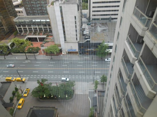 Sutton Place Hotel Vancouver: View from room/suite.