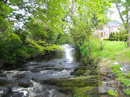 Old Castle House: Stream running past B&B