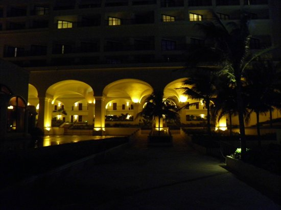 Marriott CasaMagna Cancun Resort: nightime