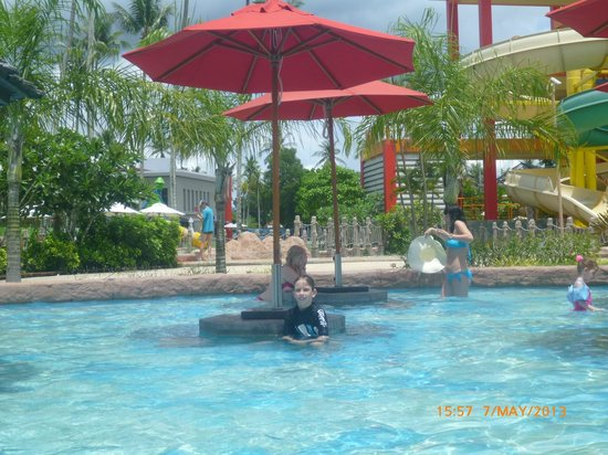 Thalang District, Thailand: Pool with Swim-up Bar