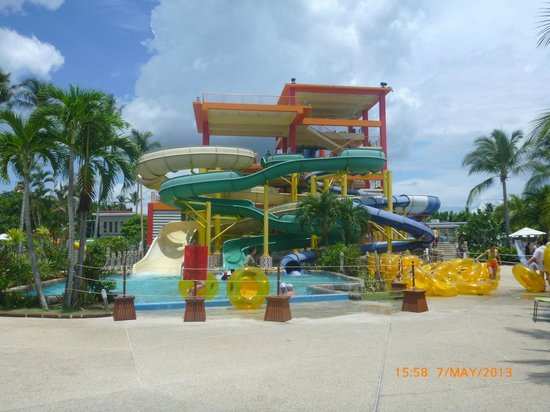 My wife and kids about to get soaked. - Picture of Splash Jungle Waterpark, T...