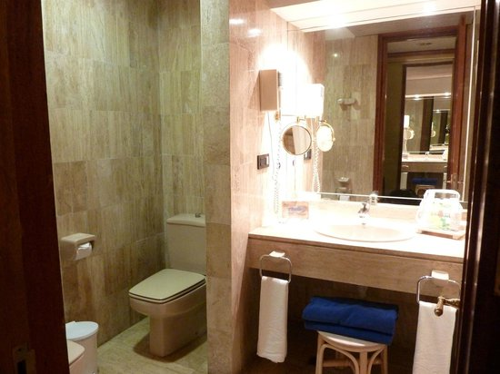 Melia Las Americas: bidet in bathroom