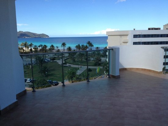 Hipotels Aparthotel Cala Millor Park: View from room 1601 - huge balcony