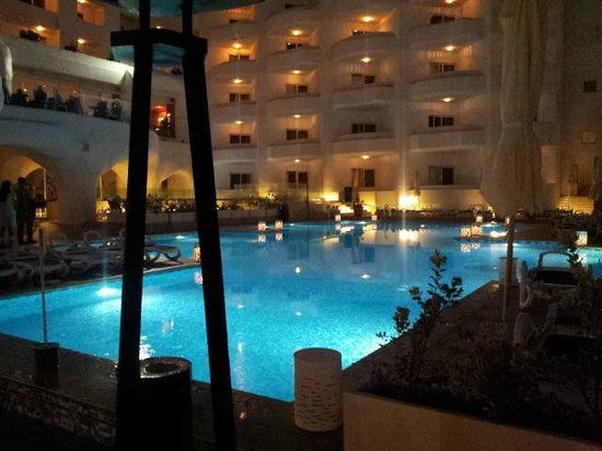 San Antonio Hotel & Spa: Pool area at night