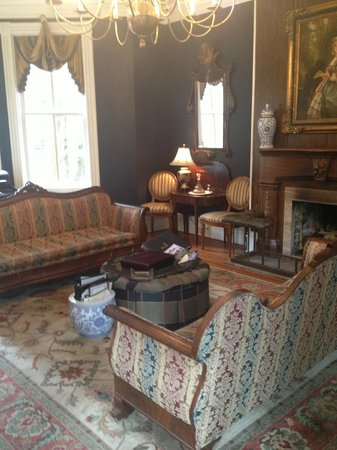Eliza Thompson House: Guest Lounge