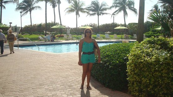 Holiday Inn Miami Beach: @ the pool