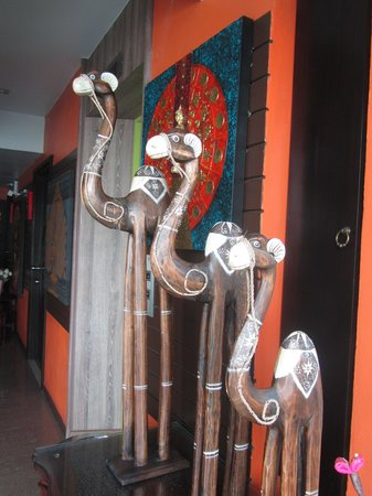Sabai-Sabai@Sukhumvit Hotel: Sculpture next to the lift