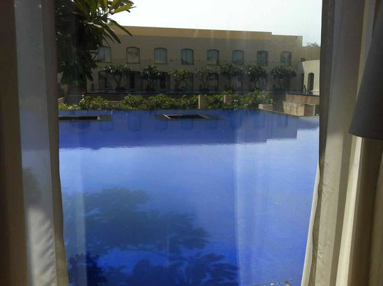 Trident, Gurgaon: Poolside view