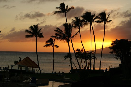 Napili Kai Beach Resort: sunset on Napili Bay