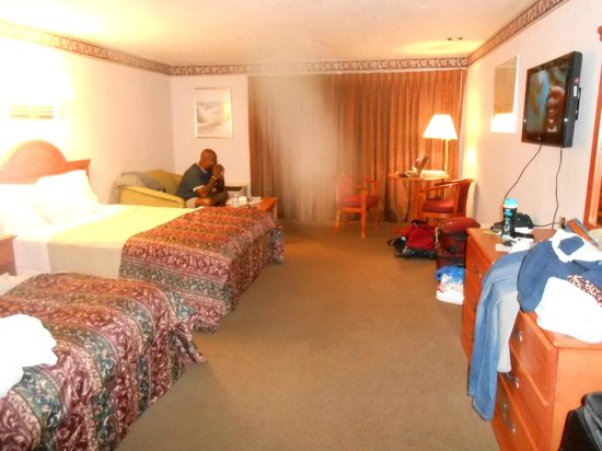 Cape Point Hotel: Large Bedroom with sofa, desk & chairs
