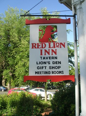 The Red Lion Inn: The can't-miss-it Sign