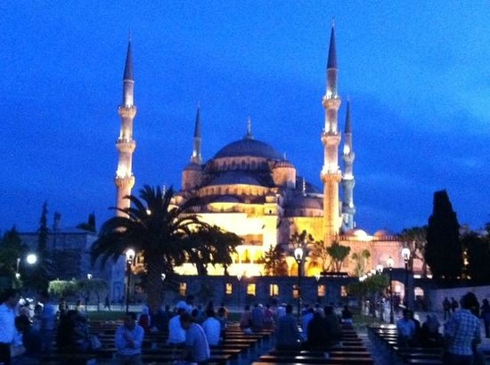 Berk Guest House: Blue Mosque at dusk